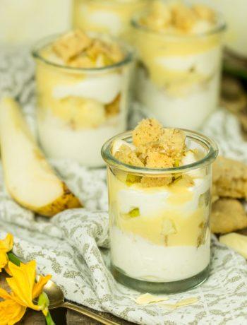 Dessert-Gläschen mit Eierlikör Sahnequark Cookies und Birne Rezept ÜberSee-Mädchen