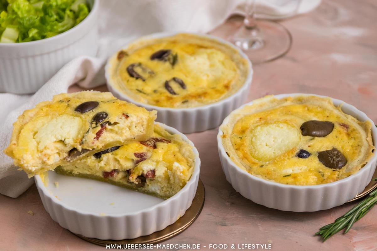 Französische Ziegenkäse-Tartelettes mit Oliven Röstpaprika Rezept von ÜberSee-Mädchen Foodblog vom Bodensee