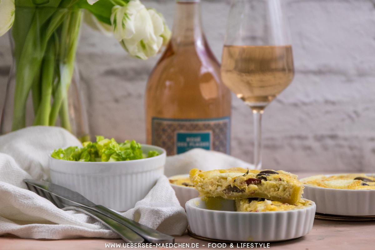 Ein Festmahl aus Frankreich: Ziegenkäse-Tartelettes, Salat und Roséwein von ÜberSee-Mädchen Foodblog vom Bodensee