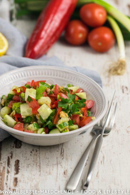 Türkischer Salat mit Gurke Tomate Paprika Petersilie ist einfach lecker Rezept von ÜberSee-Mädchen Foodblog vom Bodensee