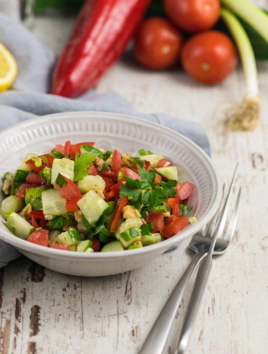 Türkischer Salat mit Gurke Tomate Paprika ganz einfaches Rezept lecker von ÜberSee-Mädchen Foodblog vom Bodensee Konstanz