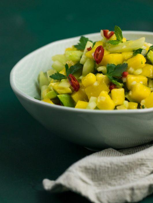 Asia-Salat mit Mango Avocado Gurke Rezept von ÜberSee-Mädchen Foodblog vom Bodensee