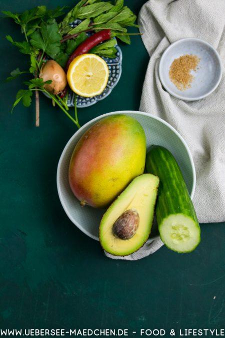 Zutaten für Asia-Salat von oben Mango Avocado Gurke Rezept von ÜberSee-Mädchen Foodblog Bodensee