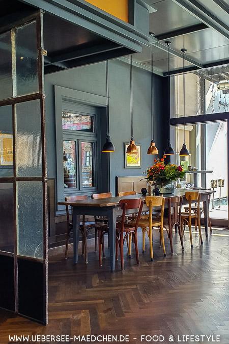 Speisen in der Brasserie Colette Konstanz, eine Kochbuch-Rezension Tim Raue vom ÜberSee-Mädchen Foodblog vom Bodensee