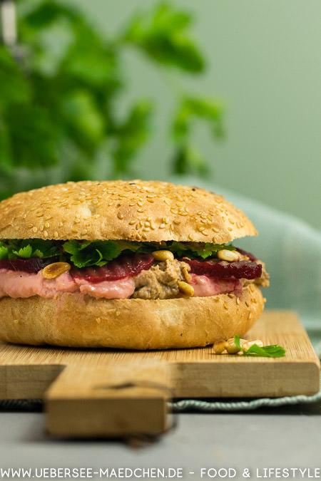 Fladenbrot-Sandwich mit Hummus rote Bete und Olive Rezept von ÜberSee-Mädchen Foodblog vom Bodensee