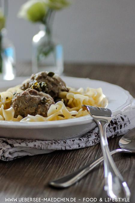 Königsberger Klopse wie von Oma mit Nudeln heller Sauce Kapern Rezept von ÜberSee-Mädchen Foodblog vom Bodensee