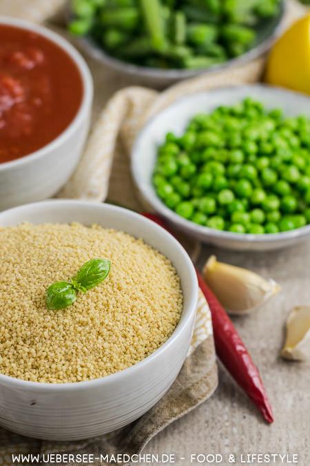 Zutaten für orientalisches Couscous mit Erbsen Tomatensauce Bohnen nach Jamie Oliver