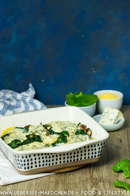 Auflauf mit Polenta Spinat Pilze Blauschimmelkäse schnelles Ofengericht vegetarisches Rezept von ÜberSee-Mädchen