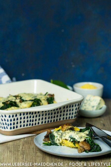 Vegetarischer Polenta-Auflauf mit Blattspinat Champignons Blauschimmelkäse Rezept von ÜberSee-Mädchen Foodblog vom Bodensee