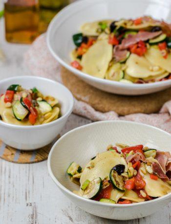 Ravioli-Salat perfekt zum Feierabend oder Grillen mediterran Rezept von ÜberSee-Mädchen Foodblog vom Bodensee