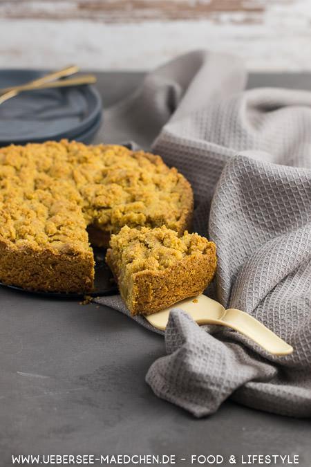Streuselkuchen mit Rhabarber und Polenta extra knusprig einfaches Rezept von ÜberSee-Mädchen Foodblog vom Bodensee Konstanz