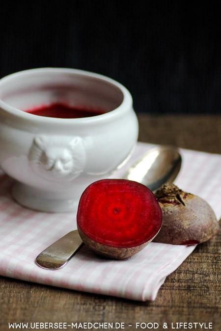 Rote Bete als vegetarische Suppe mit Brühe Apfel Merrettich Rezept von ÜberSee-Mädchen Foodblog vom Bodensee