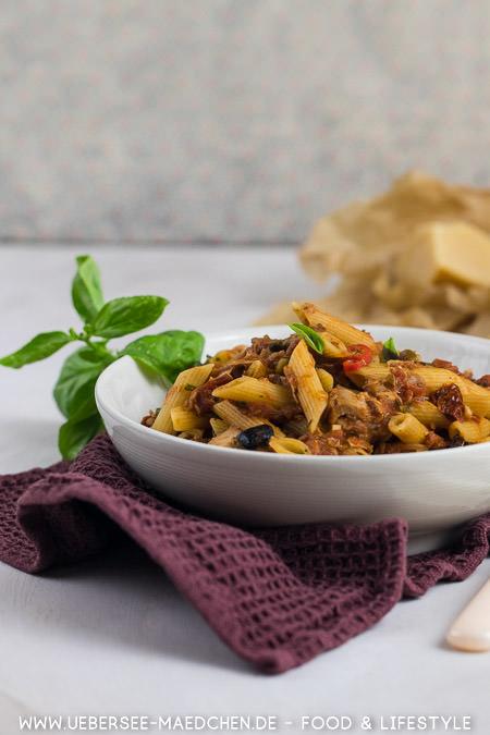 Thunfischpasta alla puttanesca nach Jamie Oliver Rezept von ÜberSee-Mädchen Foodblog vom Bodensee