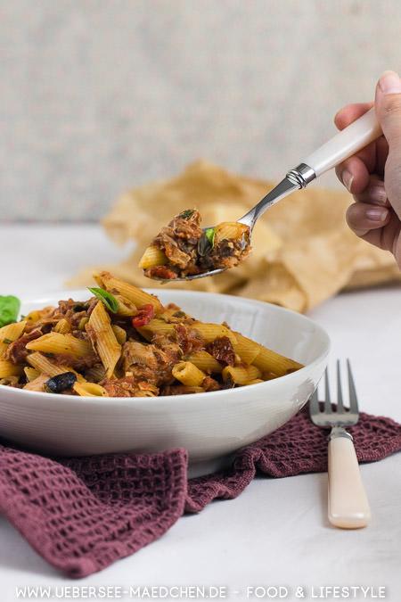 Ein Löffel köstlicher Pasta: Rezept für pikante Thunfisch-Pasta nach Jamie Oliver von ÜberSee-Mädchen Foodblog vom Bodensee
