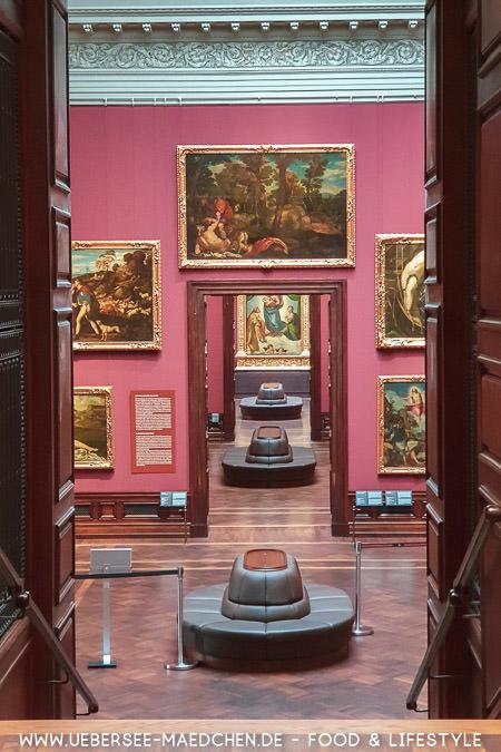 Blick in die Gemäldegalerie alter Meister gen sixtinische Madonne von Raffael Travelguide Dresden von ÜberSee-Mädchen