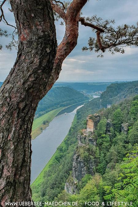 Blick auf die Sächsische Schweiz in Sachsen Travelguide von ÜberSee-Mädchen