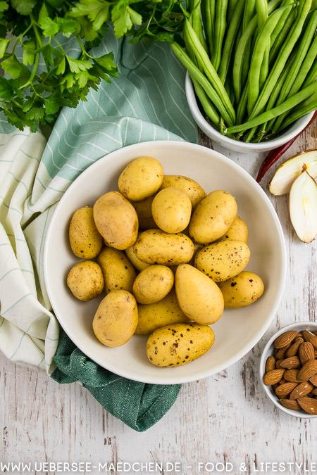 Zutaten für Kartoffelsalat portugiesisch mit Bohnen Mandeln Petersilie Rezept von ÜberSee-Mädchen