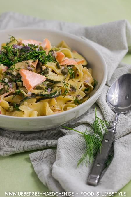 Pasta mit Lachs und Zucchini schnell zum Feierabend mit Kapern Dill Rezept von ÜberSee-Mädchen Foodblog vom Bodensee