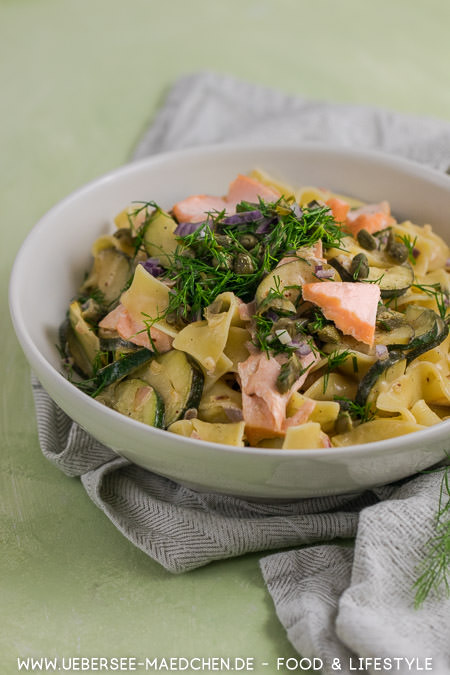 Lachsnudeln mit Zucchini und Kapern Dill Crunch besonders lecker zum Feierabend Rezept von ÜberSee-Mädchen Foodblog vom Bodensee