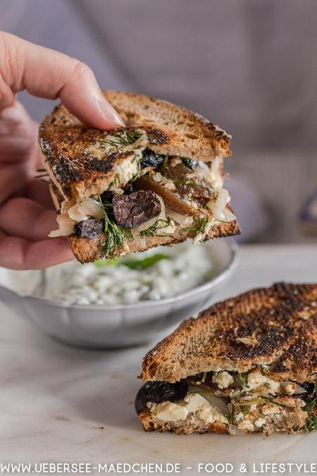 Käsetoast auf griechische Art nach Jamie Oliver mit Feta Aprikosen Minze Dill Tsatsiki Rezept von ÜberSee-Mädchen Foodblog vom Bodensee Konstanz