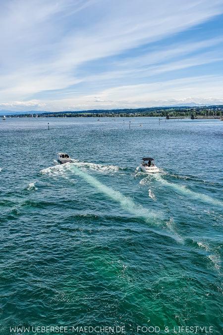 Blick aufs Wasser des Bodensees von Konstanz aus