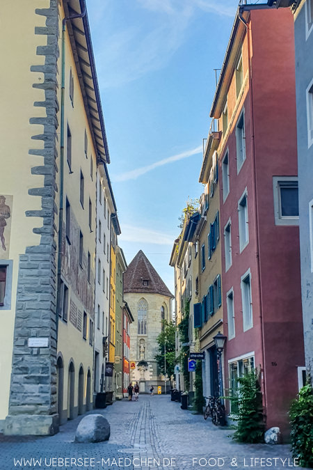 Konstanzer Altstadt mit besonderem Stein: Er markierte einst die Hafenmauer