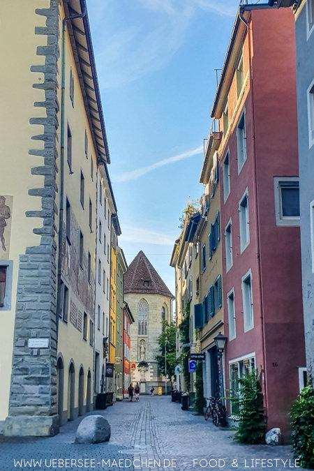 Der Stein markiert wo früher der Hafen in Konstanz endete