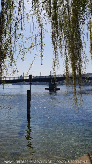 Blick auf die Konstanzer Fahrradbrücke zwischen Altstadt und Seerhein