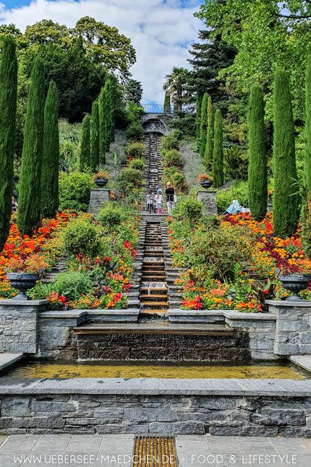Die bekannteste Treppe der Blumeninsel Mainau mit Mosaiken