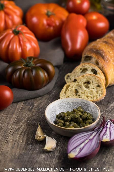 Zutaten für italienische Panzanella Tomatensalat mit Brot Ciabatta von ÜberSee-Mädchen Foodblog vom Bodensee