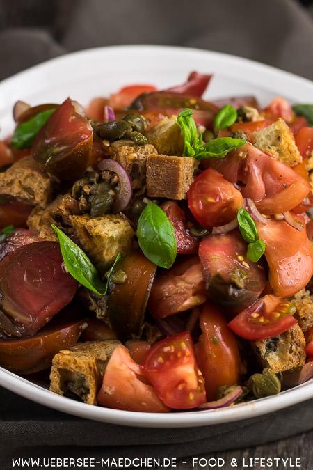 Rezept für Tomaten-Brot-Salat italienische Panzanella von ÜberSee-Mädchen Foodblog vom Bodensee
