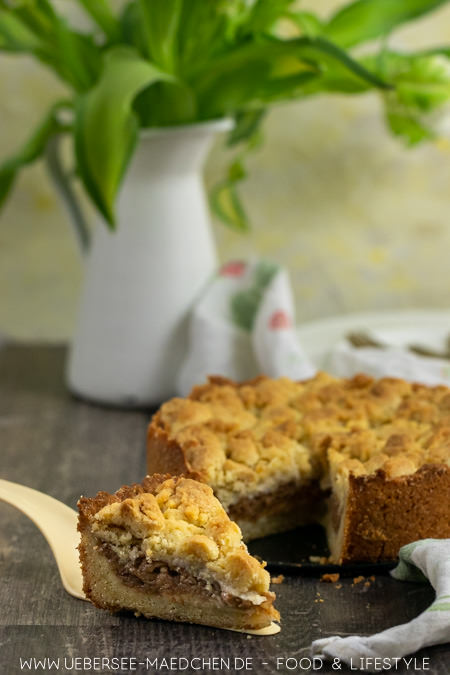 Geriebene Äpfel und simpler Teig für den Boden und Streusel ergeben einen leckeren Apfelkuchen einfach zu backen Rezept von ÜberSee-Mädchen