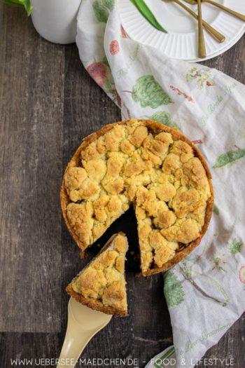 Ein Stück Streuselkuchen mit Apfel Rezept von ÜberSee-Mädchen Foodblog vom Bodensee