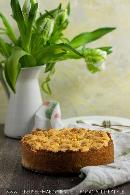 Rezept für einfachen Apfelkuchen wenige Zutaten sehr saftig mit Streuseln von ÜberSee-Mädchen Foodblog vom Bodensee