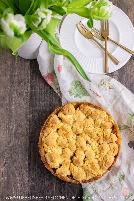 Rezept für einfachen Apfelkuchen mit Streuseln wenige Zutaten sehr saftig von ÜberSee-Mädchen Foodblog vom Bodensee