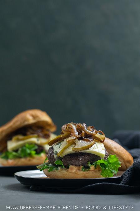 Burger mit Gorgonzola und Birne kombiniert salzig und süß einfaches Rezept von ÜberSee-Mädchen Foodblog vom Bodensee