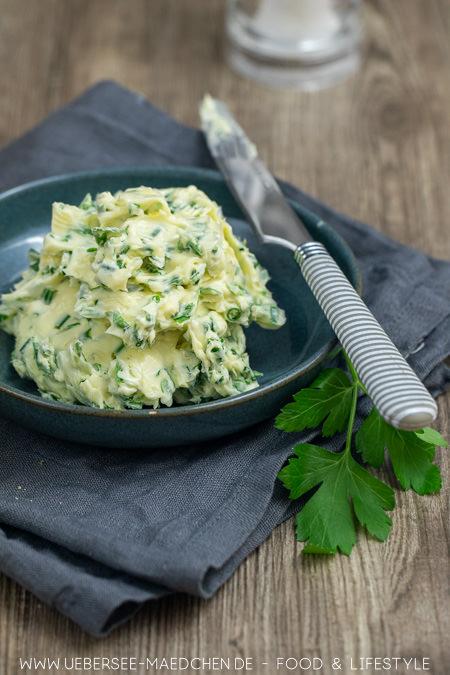 Beste Kräuterbutter mit Knoblauch Zitronen Petersilie Schnittlauch Salz einfaches Rezept von ÜberSee-Mädchen Foodblog vom Bodensee Konstanz zum Grillen