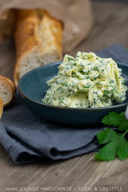 Beste Kräuterbutter mit Knoblauch Zitrone Petersilie Schnittlauch Salz einfaches Rezept von ÜberSee-Mädchen Foodblog vom Bodensee Konstanz zum Grillen