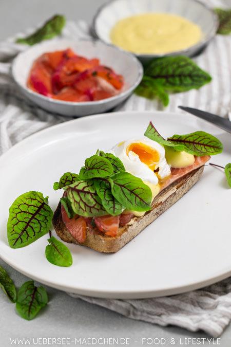 Rezept für Eggs Benedict wie in Berlin mit gebeiztem Lachs und Sauce hollandaise selbstgemacht für ein besonderes Frühstück von ÜberSee-Mädchen Foodblog vom Bodensee