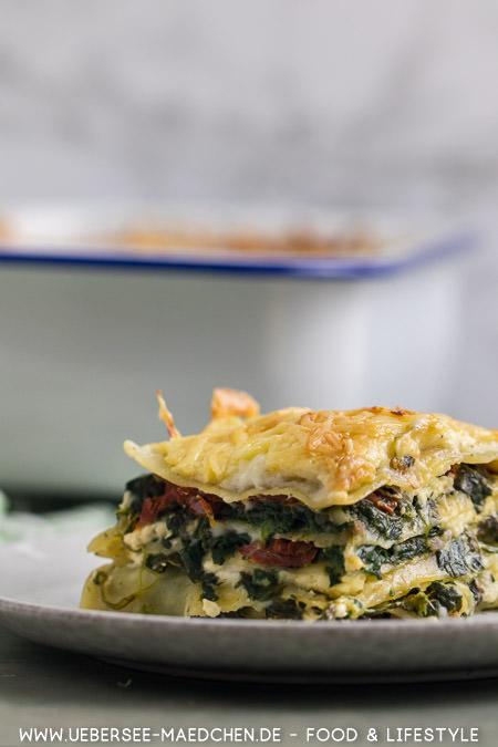 Spinat-Lasagne mit Feta und getrockneten Tomaten Rezept von ÜberSee-Mädchen Foodblog vom Bodensee