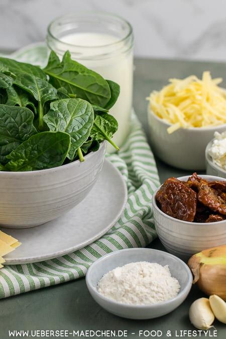 Spinat und weitere Zutaten für Spinat-Lasagne mit Feta so cremig und würzig Rezept von ÜberSee-Mädchen