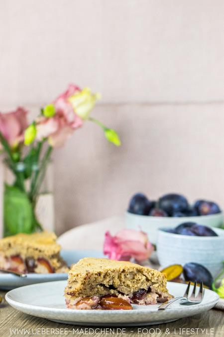 Zwetschgenkuchen schmeckt auch glutenfrei, einfaches Rezept mit Rührteig und Nüssen von ÜberSee-Mädchen Foodblog vom Bodensee Konstanz