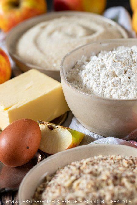 Zutaten für gedeckten Apfelkuchen Mehl Zucker gemahlene Mandeln