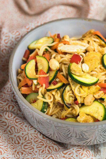 Asia-Nudeln mit Gemüse Soja-Ei Rezept