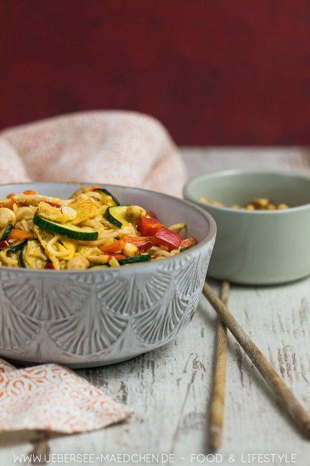 Asia-Nudeln mit viel Gemüse Soja-Ei Teriyaki-Sauce Rezept von ÜberSee-Mädchen
