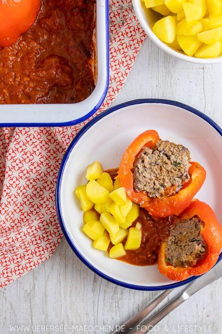 Gefüllte Paprika mit Hackfleisch wie bei Mama dazu Kartoffeln und Tomatensauce Rezept von ÜberSee-Mädchen Foodblog vom Bodensee