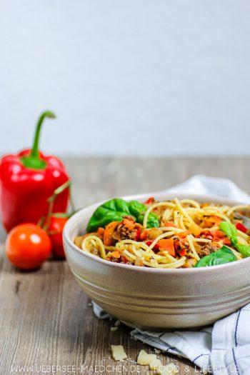 Spaghetti Bolognese mit viel Gemüse Rezept für Lieblingspasta von ÜberSee-Mädchen Foodblog vom Bodensee