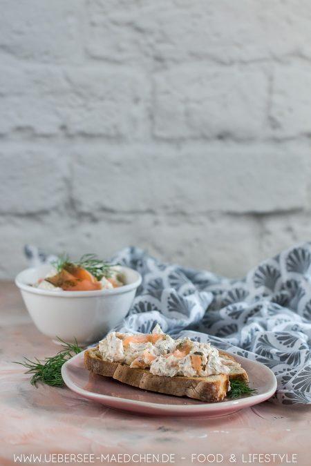 Lachs-Aufstrich ist schnell gemacht für ein wenig Luxus zum Frühstück oder Brunch Rezept mit Räucherlachs graved Lachs Frischkäse Zitrone und Dill von ÜberSee-Mädchen Foodblog vom Bodensee Konstanz