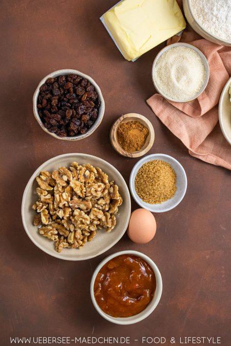 Zutaten für Rugelach Plätzchen mit Walnuss Aprikose Rosinen