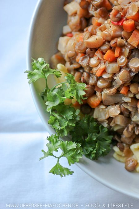Ein Teller Linsen mit Spätzle Rezept von ÜberSee-Mädchen Foodblog